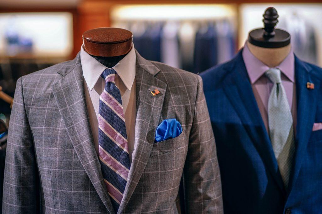 就職活動で用意すべきスーツ